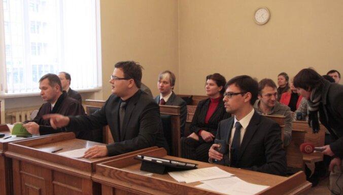 Суд рассмотрел скандальное дело о референдуме по негражданам