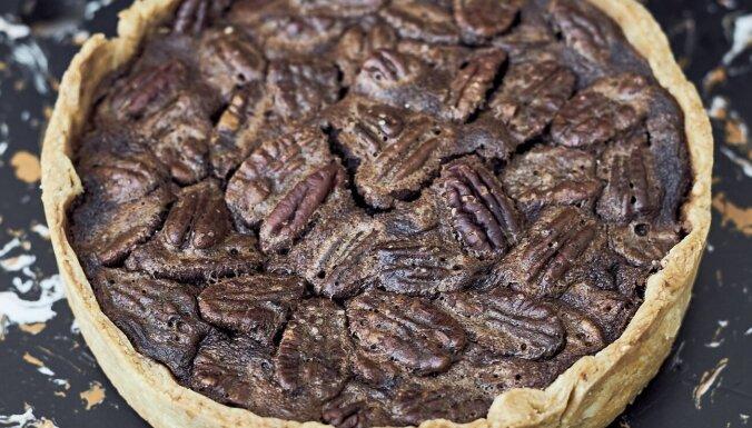 Signes Meirānes kārdinošā pekanriekstu kūka