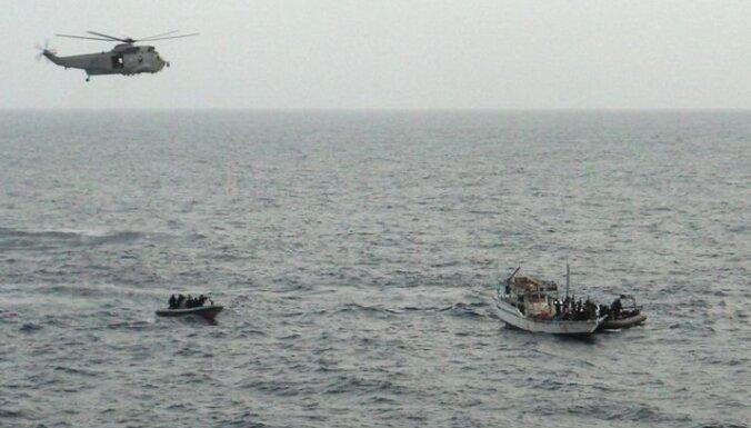 Kuģis ar Latvijas karavīru uz klāja notver pirātus pie Somālijas krastiem