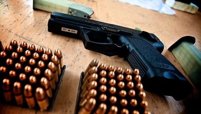 Psihoterapeits: civilpersonām būtu jāaizliedz nēsāt ieroci