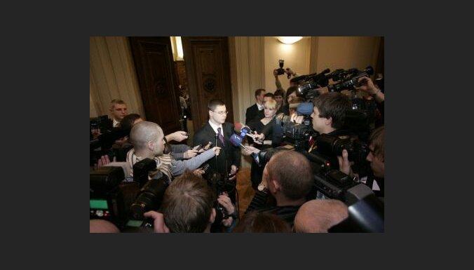 Apstiprina Dombrovska valdību