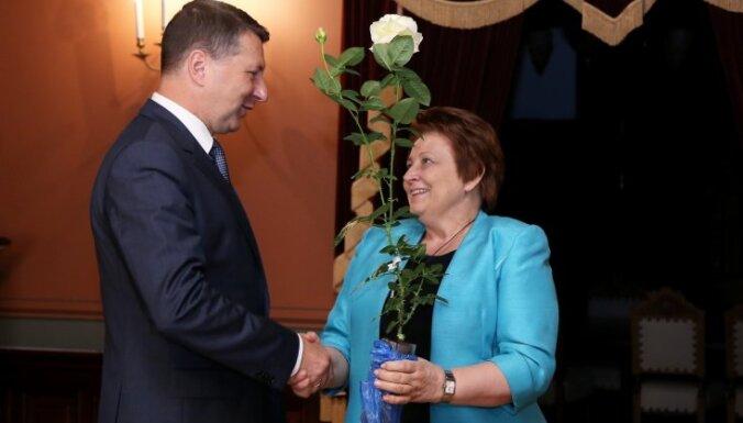 Straujuma negaidīti dodas pie prezidenta, vētra posta Latviju. Teksta tiešraides arhīvs