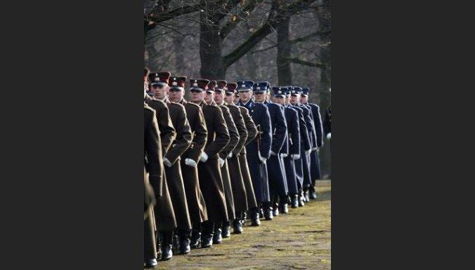 Arī NBS karavīriem samazināsies atalgojums