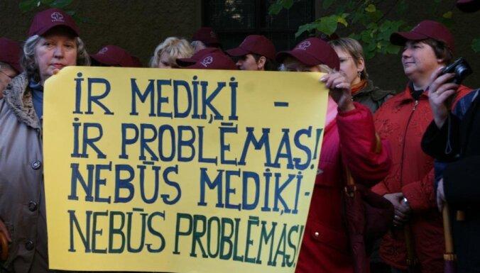 Медики требуют немедленно повысить зарплаты