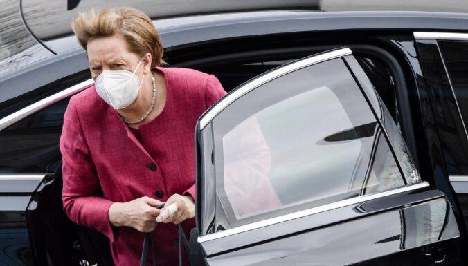 Merkele saņēmusi 'AstraZeneca' pirmo poti