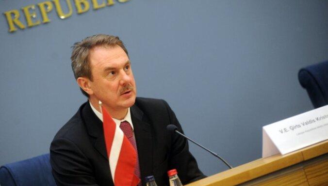 Кристовскис призвал Лаврова не тянуть с комиссией историков