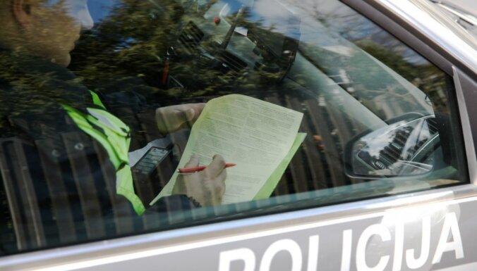 Lielaucē pieķerts iereibis skolēnu autobusa šoferis
