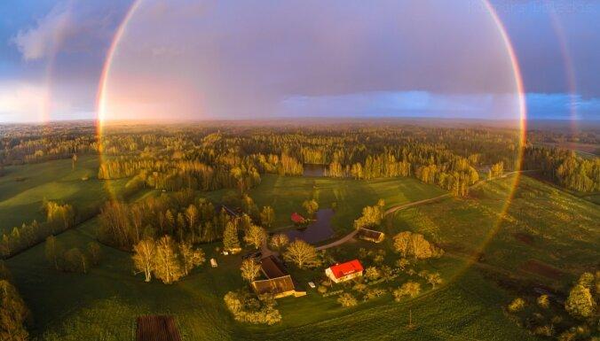 """ФОТО. 360 градусов радуги у таверны """"Берзкрогс"""""""