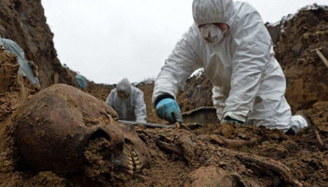 Polijā bijušā 'stalag' teritorijā atrastas tūkstošiem padomju un itāļu karavīru atliekas