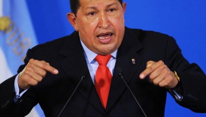 Чавес и Клинтон пожали руки и мирно побеседовали