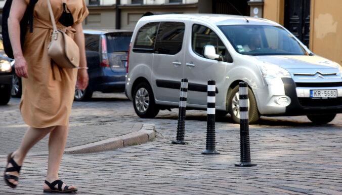 CSDD: plastmasas stabiņi nedrīkst atrasties transportlīdzekļiem paredzētajā satiksmes telpā
