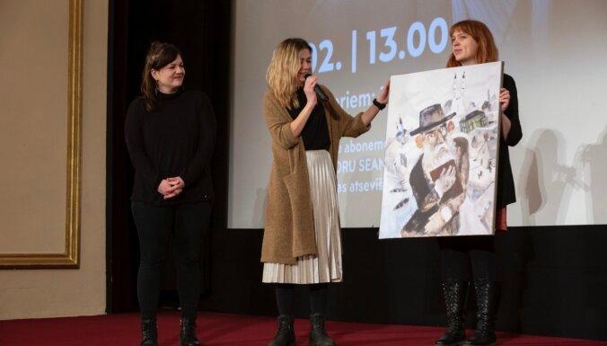 LKA Rīgas Kino muzejs saņem dāvinājumu no 'Pilsēta pie upes' veidotājiem