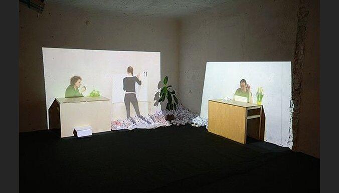 Anneli Porri: Sekojiet neredzamajai rokai! 'Visible Solutions'