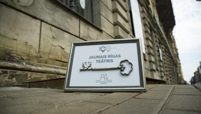 Foto: Būvniekiem nodod Jaunā Rīgas teātra nama atslēgas