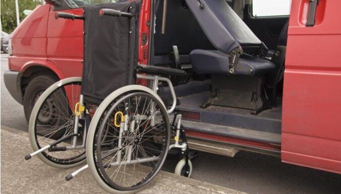 В Риге упростили оплату транспортных услуг людям, которые не могут перемещаться