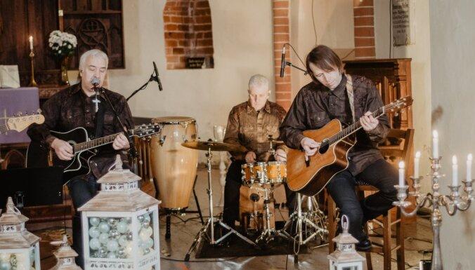 Grupa 'Sestā jūdze' Ziemassvētkos priecēs ar virtuālo koncertu no Straupes baznīcas