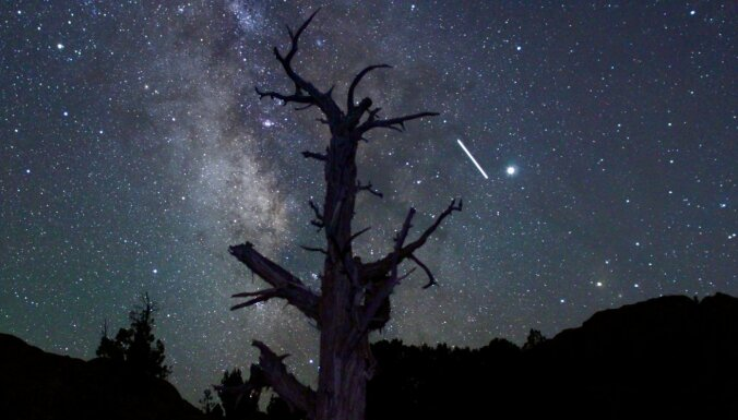 Geminīdas un kosmosa stacija – ko šomēnes varēsi redzēt pie debesjuma