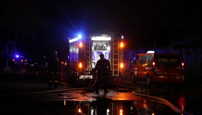 Ночью из горящего дома под Лиепаей спасены четыре человека