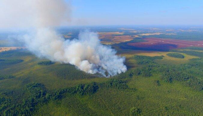 Salas novadā liesmas plosa aptuveni 30 hektārus; izdevies pasargāt kūdras ražotni