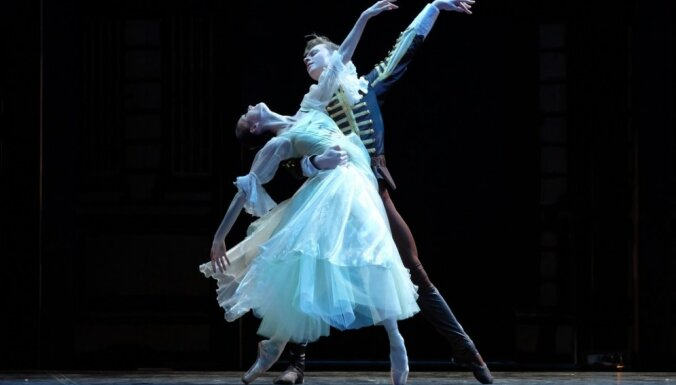 ВИДЕО: Артисты латвийского балета танцуют даже в карантине