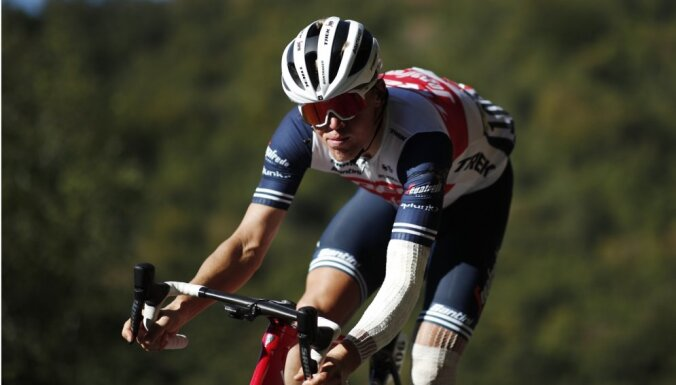 Neilands un Skujiņš otrajā simtā 'Tour de France' garākajā posmā