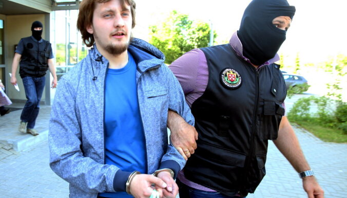 Задержанные в Адажи нацболы вернулись в Россию: там ими занялись спецслужбы