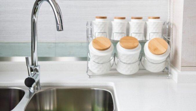 Kafijas biezumi, tauki un citi šķidrumi, ko neliet virtuves izlietnē