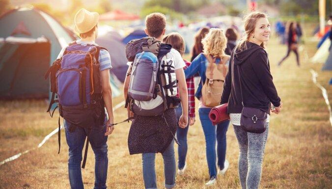 Latvijā 10 gadu laikā gandrīz divas reizes sarucis jauniešu skaits