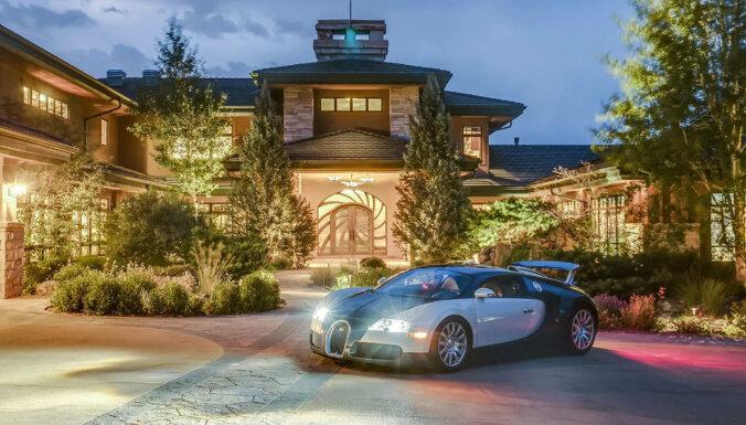 Foto: 20 miljonu dolāru villa auto kolekcionāram ar garāžu 100 spēkratiem