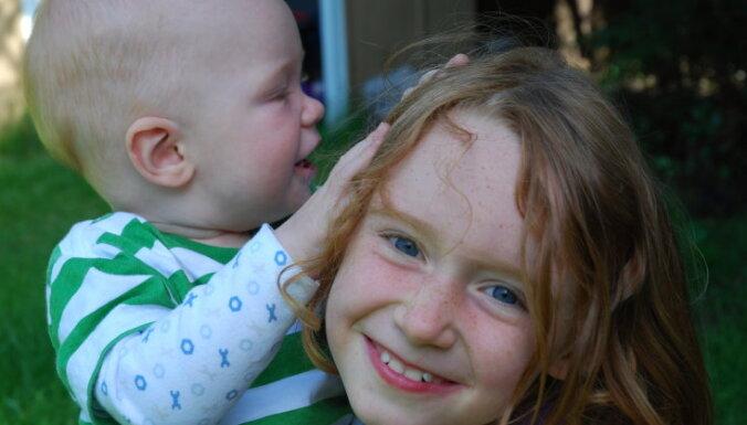 Kā vecākais bērns atšķiras no jaunākā. Pieci muļķīgi mīti