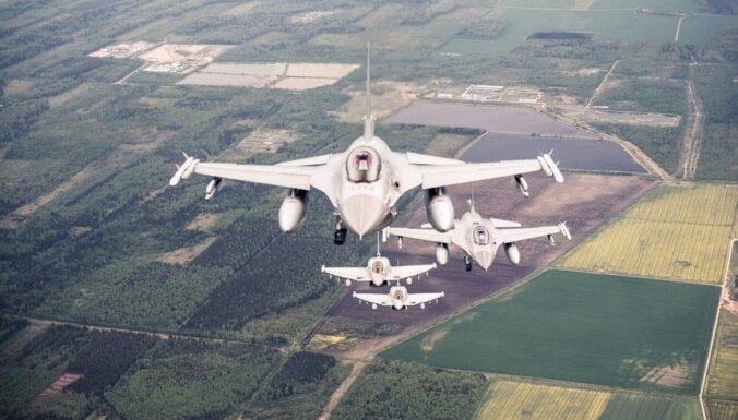 NATO iznīcinātāji no Šauļiem pavada Krievijas militāro lidmašīnu