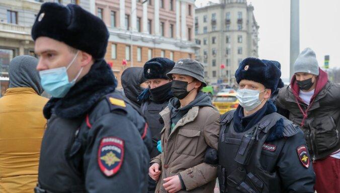 Krievijas likumdevēji atbalsta sodanaudu palielināšanu protestētājiem