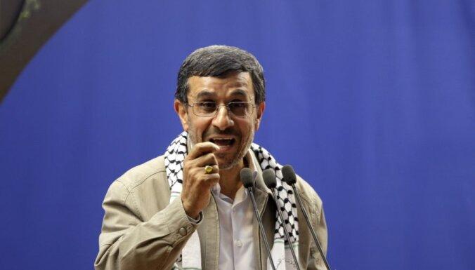 На Ахмадинеджада напали в Каире