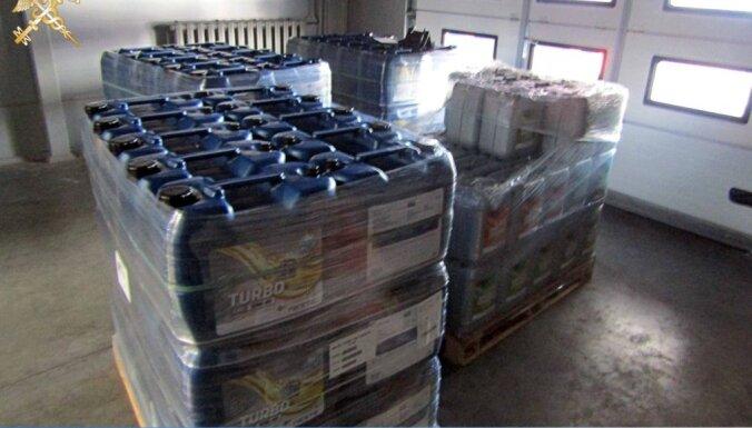 Через границу пытались тайно провезти 9000 литров трансмиссионного масла