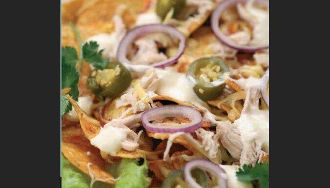 Meksikāņu brokastis: Chilaquiles rojos