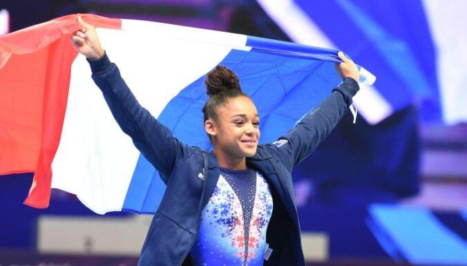 Темнокожей гимнастке подарили связку бананов за победу на чемпионате Европы