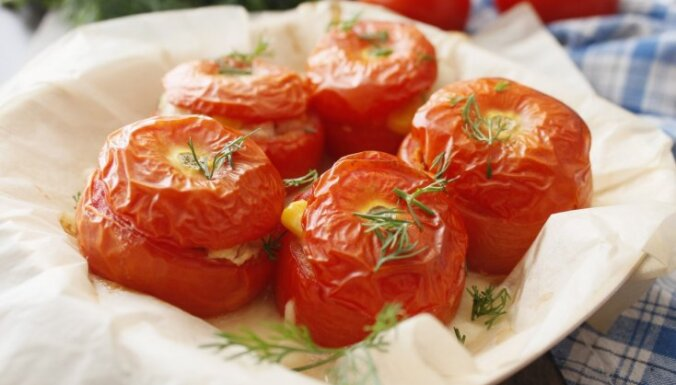 Vakara nagla – pildīti tomāti: 10 receptes debešķīgi gardai maltītei
