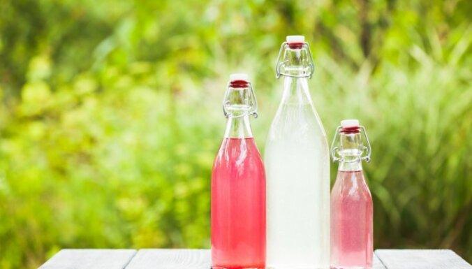 Гениальный трюк от бармена для мытья бутылок с узким горлом
