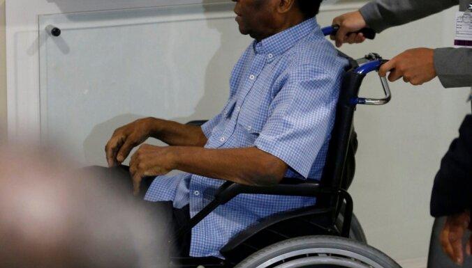 Пеле госпитализирован после потери сознания из-за истощения