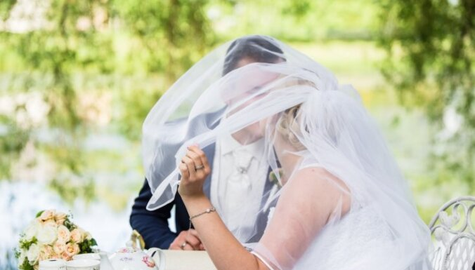 Bildinājums saullēktā, paštaisīta gredzena kārbiņa un skaistas kāzas – romantiskais Pumpuru stāsts
