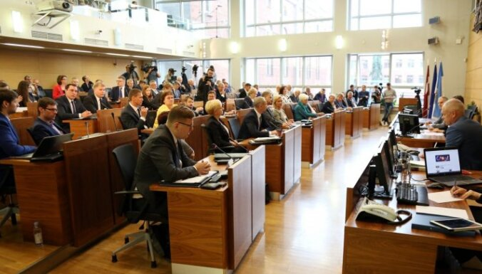 Rīgas domes 'pazudušo jautājumu' neizskata arī ārkārtas sēdē