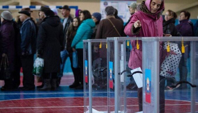 Promaskavisko kaujinieku kontrolē esošajos Austrumukrainas reģionos notiek vēlēšanas
