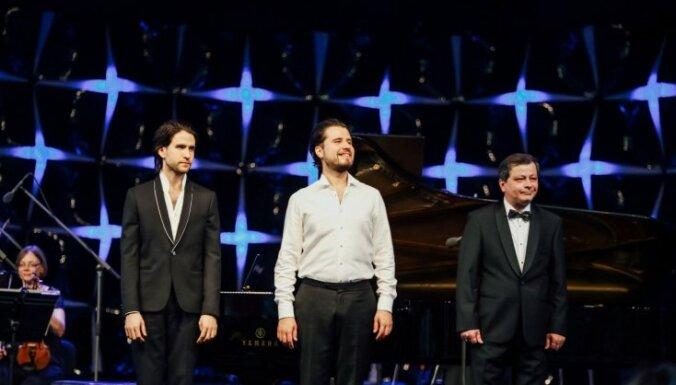 Foto: 'Jūrmalas festivālā' izskanējis pianistu Osokinu koncerts