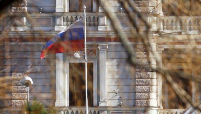 УпосольстваРФ вКиеве сожгли русский  флаг, милиция  никого незадерживала