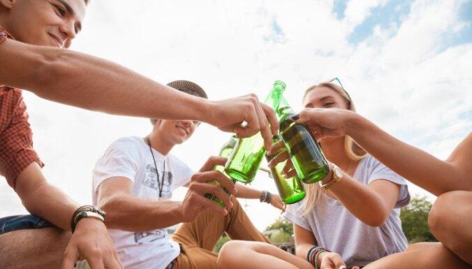 Минздрав: 40% латвийских школьников хотя бы раз напивались