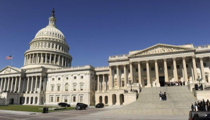 ASV Senāts pieņem likumprojektu 'fiskālās klints' novēršanai