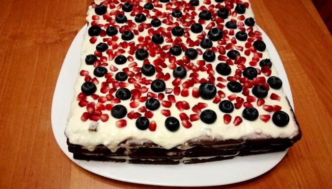 Cepumu kūka ar biezpiena krēmu un marmelādes gabaliņiem