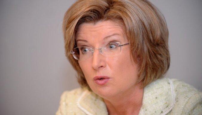 Sudraba vēl nedomā, ko darīs pēc valsts kontrolieres amata atstāšanas; Latviju pamest nevēlas