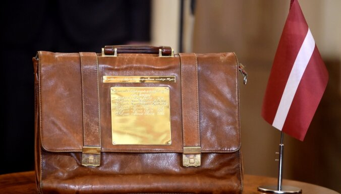 Новые налоги, зарплаты и пенсии: Сейм принял госбюджет Латвии на 2021 год