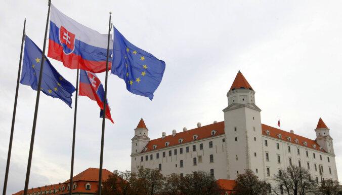 Россия высылает трех дипломатов посольства Словакии